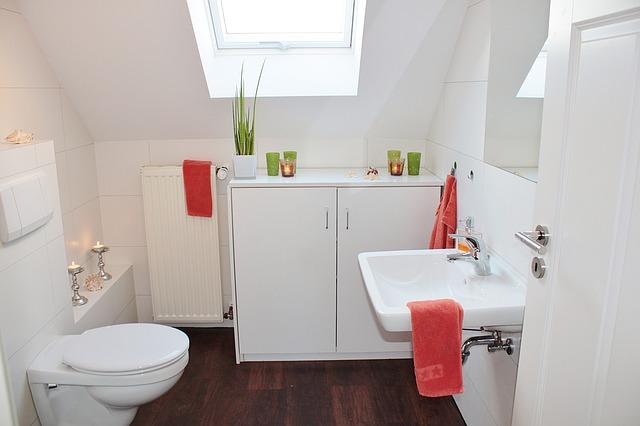 ארונות ושידות אמבטיה מעץ